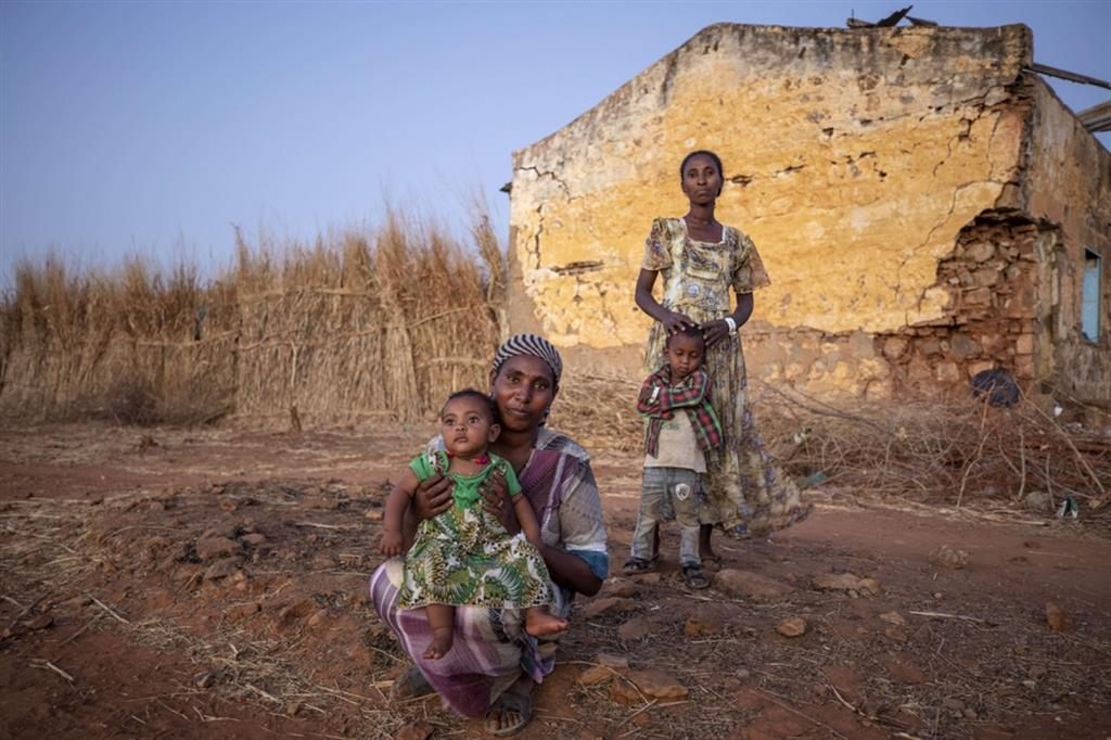 Sfollati dal Tigrai nel campo profughi di Qadarif in Sudan - LaPresse